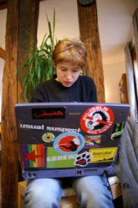 Julia bei einer GJ BuVo-Klausur 2005 in der Kommune Niederkaufungen mit Schläppi